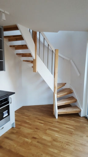 Wooden stairs with glass handrails - Stairs with metal